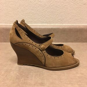✨Franco Sarto Brown Suede Leather Wedge✨